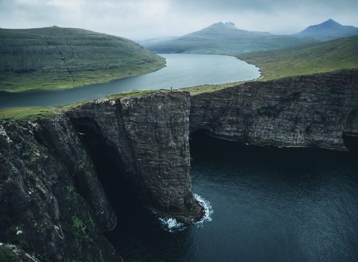 4-Traelanipa-Leitisvatn-Faroe-Islands